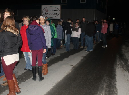 """Hundreds of eager movie-goers line up down the block from Century Theater to Sears to be among the first to view """"Quintuplets"""" on a cold Sunday evening, Oct. 30, 2016. Jessica Potila   SJVT / FhF)"""